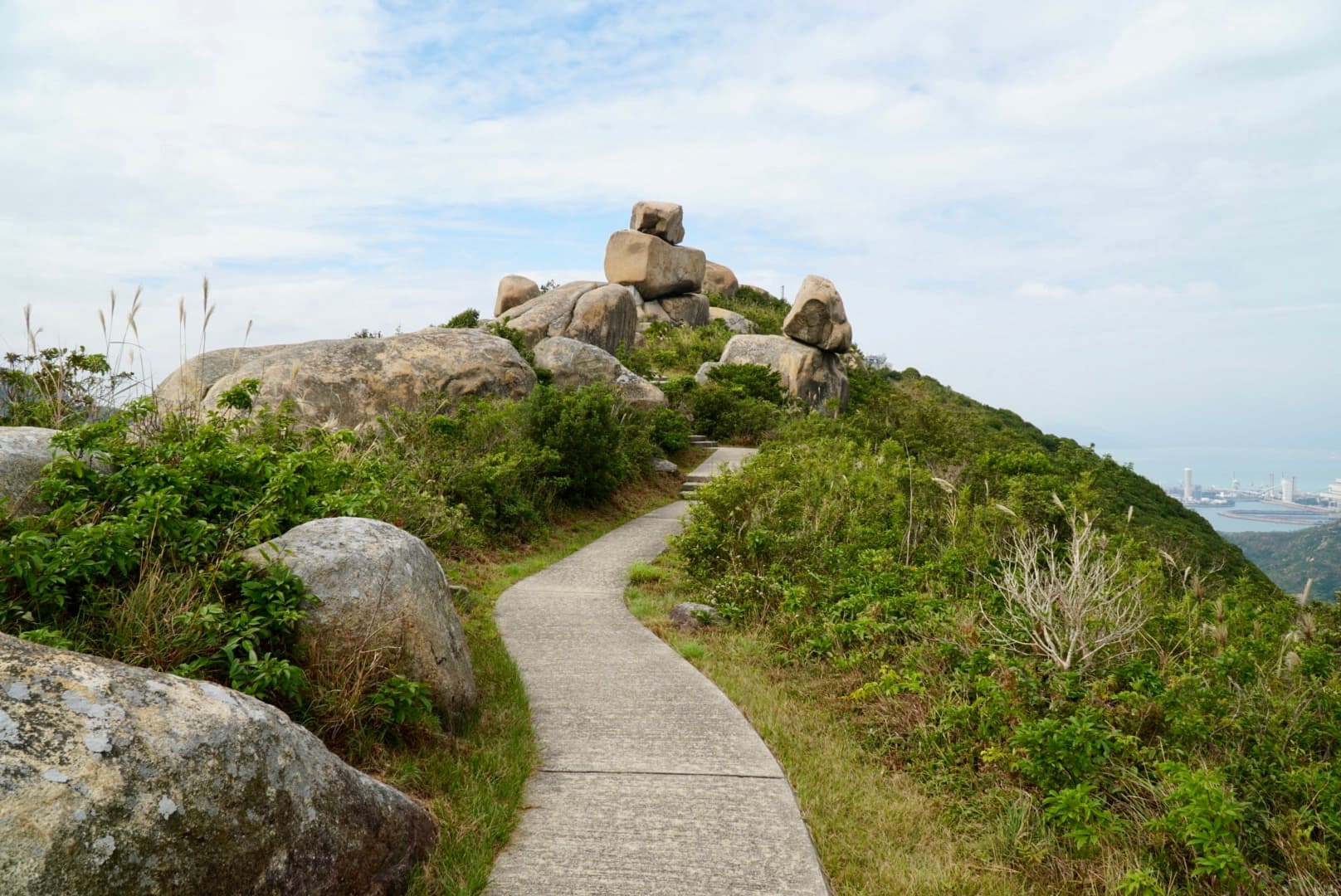 The peak of Ling Kok Shan