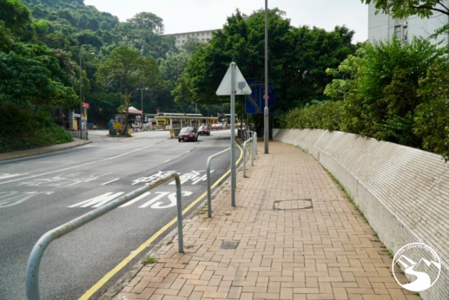 Pok Fu Lam Road is dangerous to cross when Hiking in Kennedy Town up High West