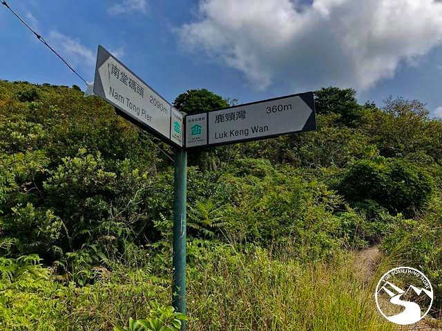 a trail sign you see when you hike Tung Lung Island