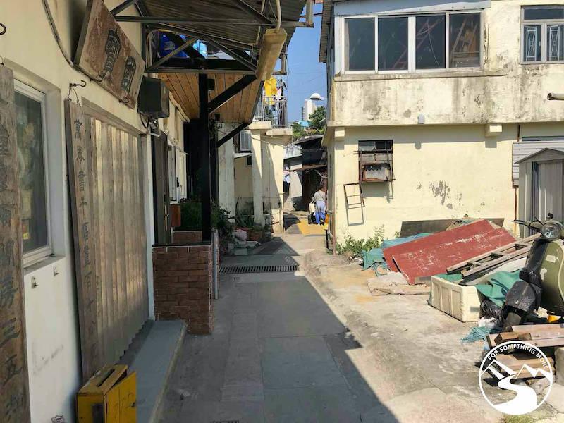 walking in Lai Yue Mun Village