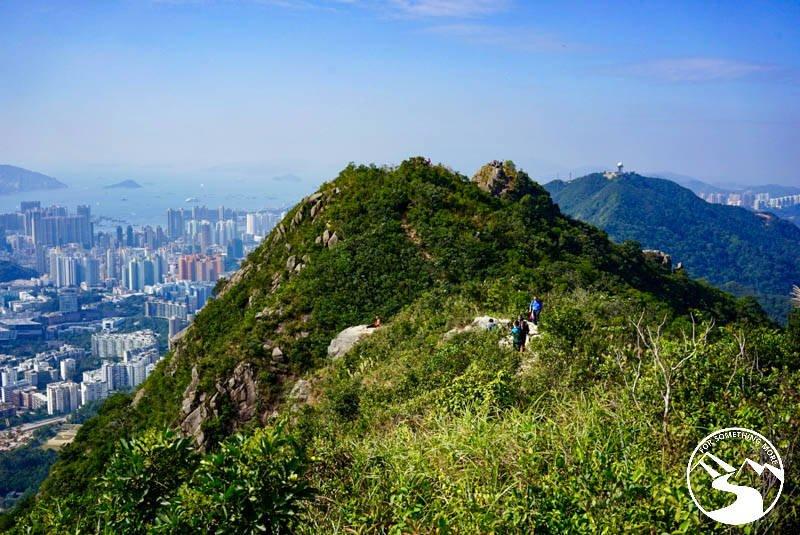 traverse the summit ridge