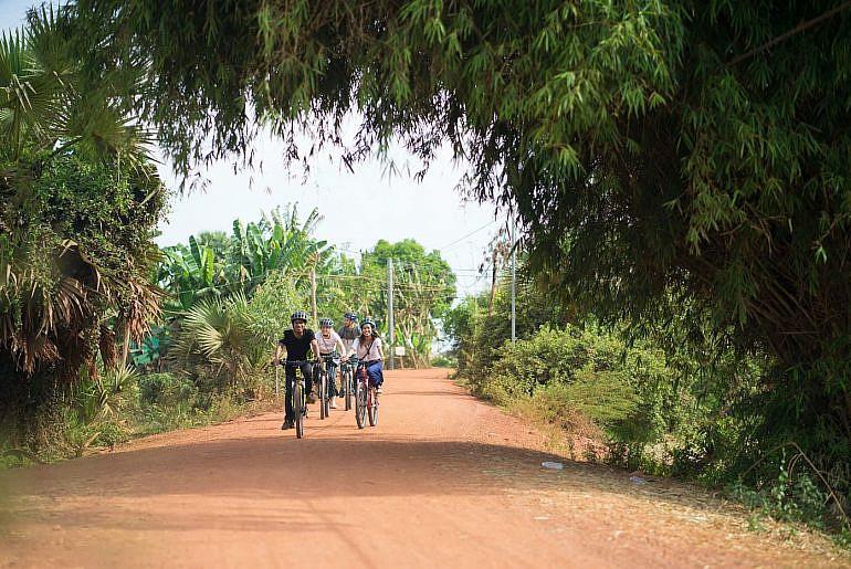 Biking-In-Siem-Reap_COVER-770x515.jpg
