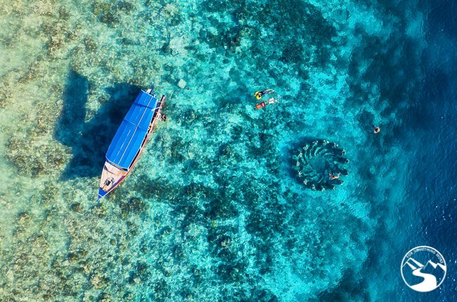 Snorkel and SCUBA Diving in the Gilis