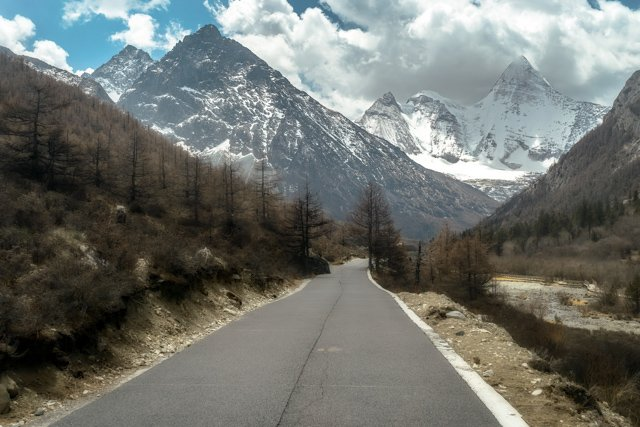 Motorcycle tour Asia by riding from Thailand to Tibet