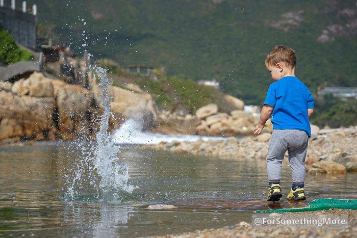 boy throwing rock in water at Tai Tau Chau (大頭洲) at Shek O (石澳)